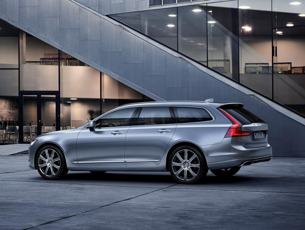 задняя часть Volvo V90 Estate 2016