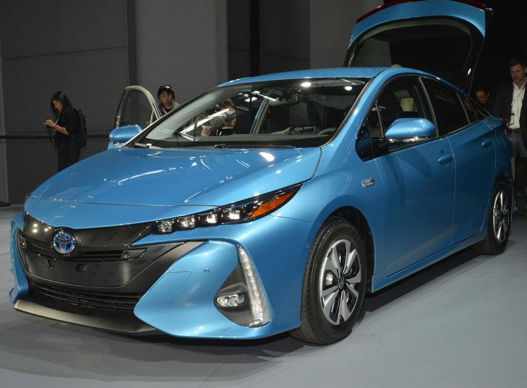 фары, бампер, решетка Toyota Prius Prime 2017