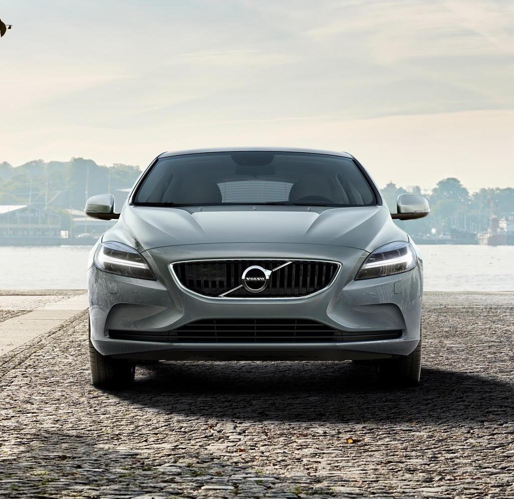 фары, решетка, бампер Volvo V40 2016