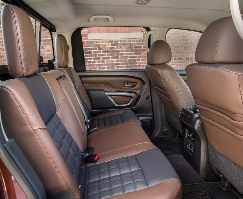 интерьер Nissan Titan 2017
