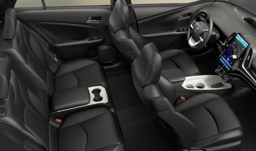 интерьер Toyota Prius Prime 2017