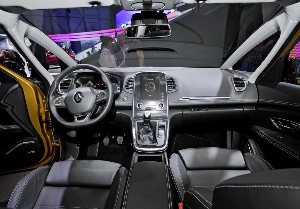 салон Renault Scenic 2016–2017