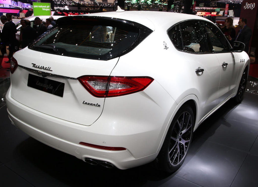 задняя часть Maserati Levante