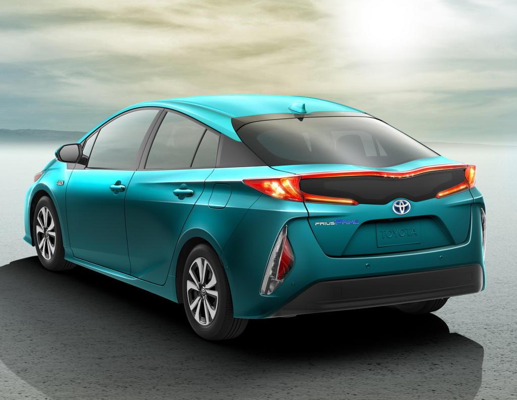задняя часть Toyota Prius Prime 2017
