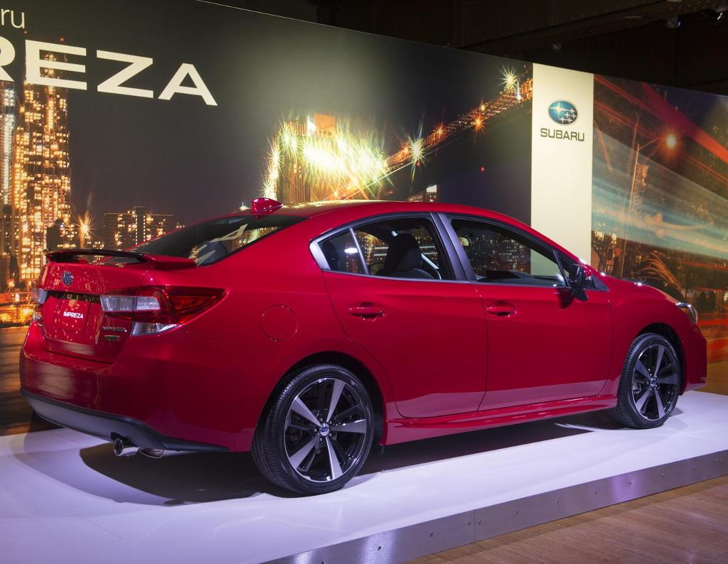 задняя часть седана Subaru Impreza 2016–2017