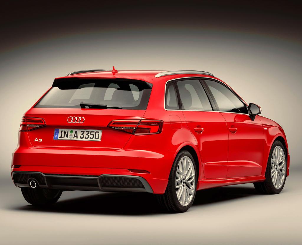 задние фонари пятидверного хэтчбека Audi A3 2016–2017