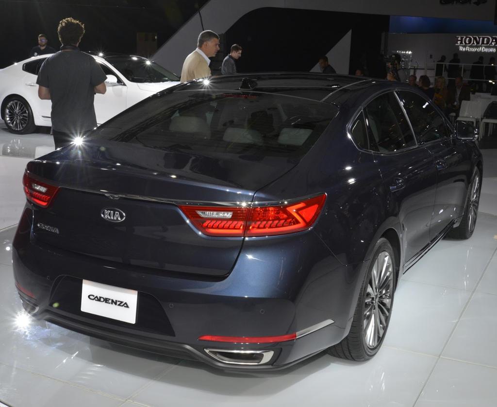 задняя часть Kia Cadenza 2016–2017