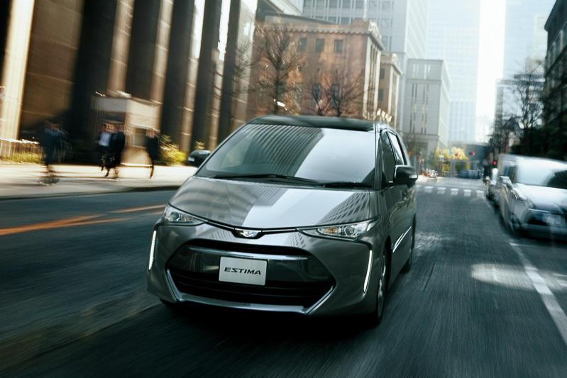 фары, бампер, решетка Toyota Estima 2016