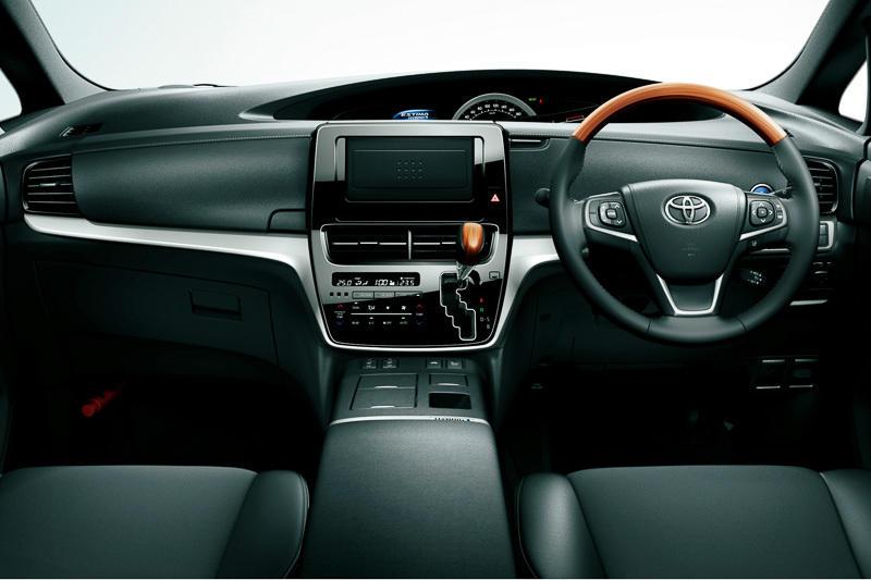 салон Toyota Estima 2016
