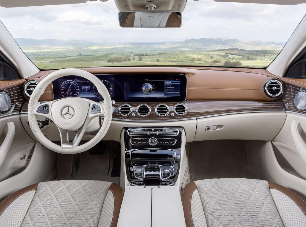 салон универсала Mercedes E-Class 2016–2017