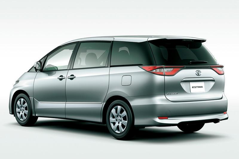 задняя часть Toyota Estima 2016