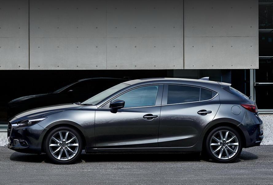 новая Mazda 3 Хетчбэк 2018 сбоку