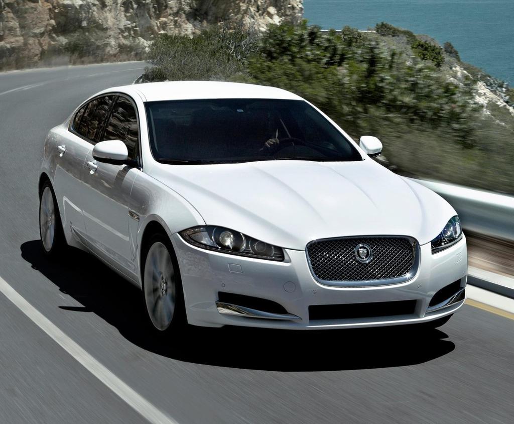 Jaguar XF 2012 отзывают в России