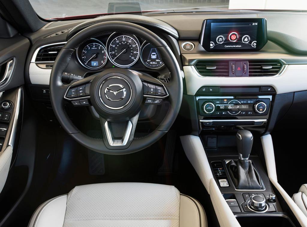 салон Mazda 6 2017