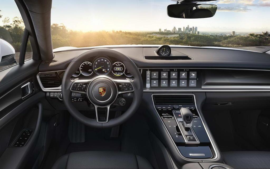 салон Porsche Panamera 4 E-Hybrid 2017