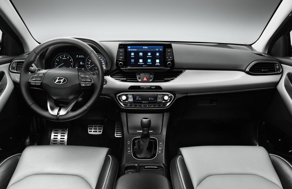 салон хэтчбека Hyundai i30 2017