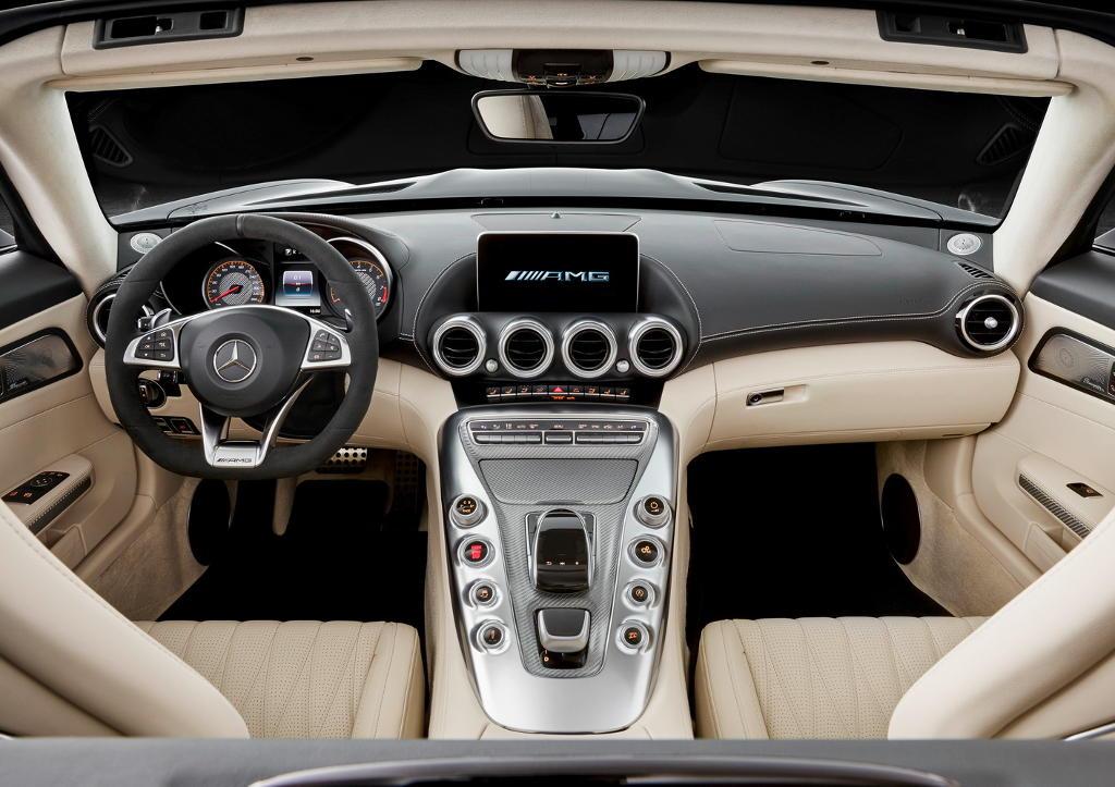 родстер Mercedes-AMG GT 2017