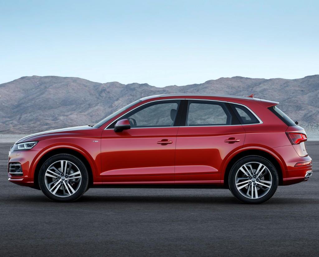 Audi Q5 2017 сбоку