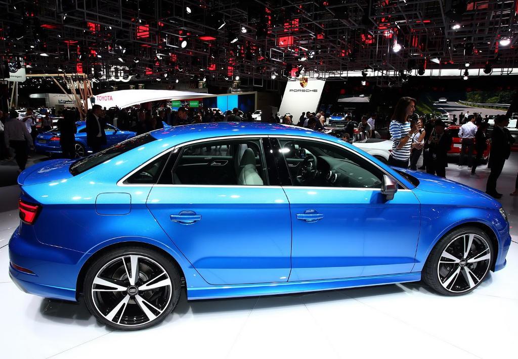 седан Audi RS3 2017 сбоку
