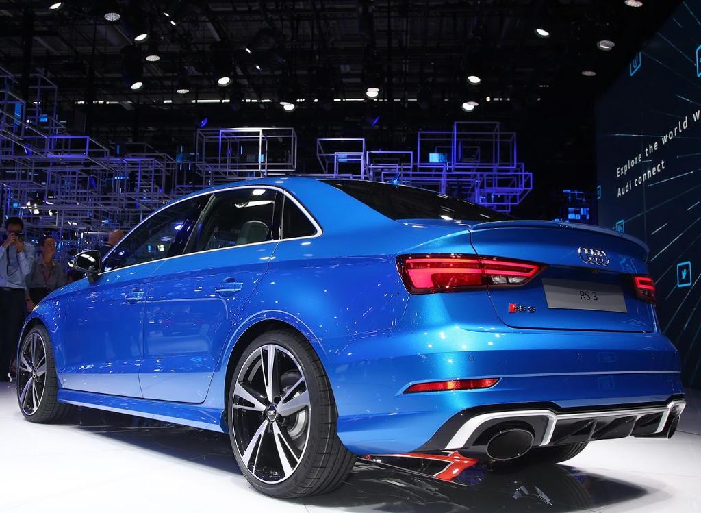 задняя часть седана Audi RS3 2017