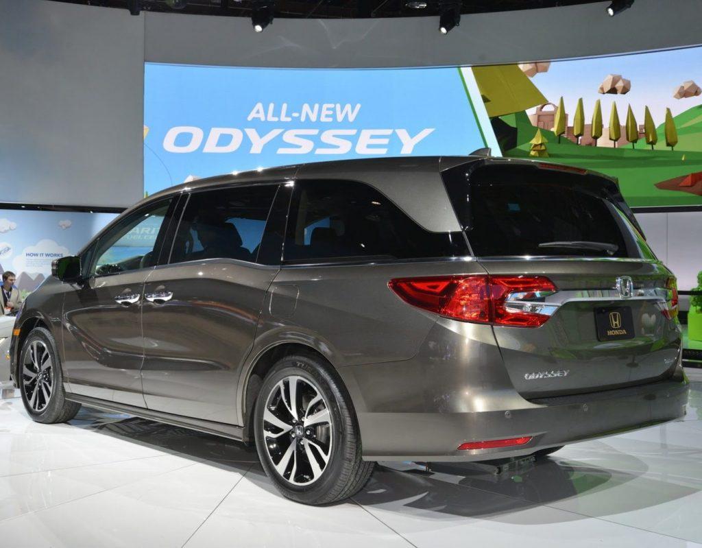задние фонари Хонда Одиссей 2017–2018