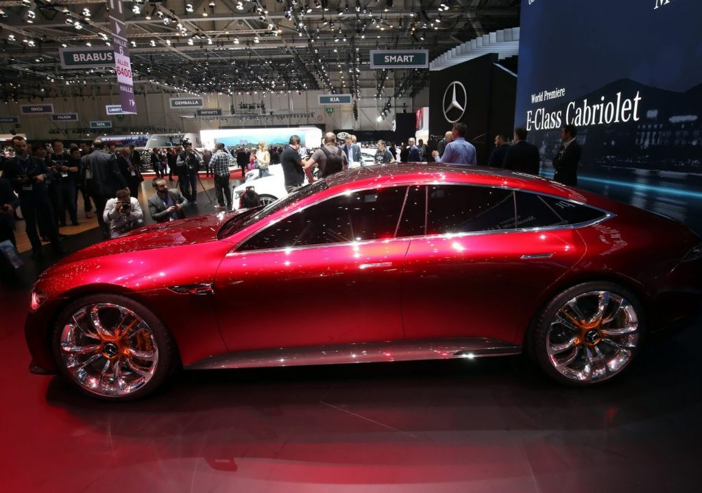Концепт Mercedes-AMG GT 2017 сбоку