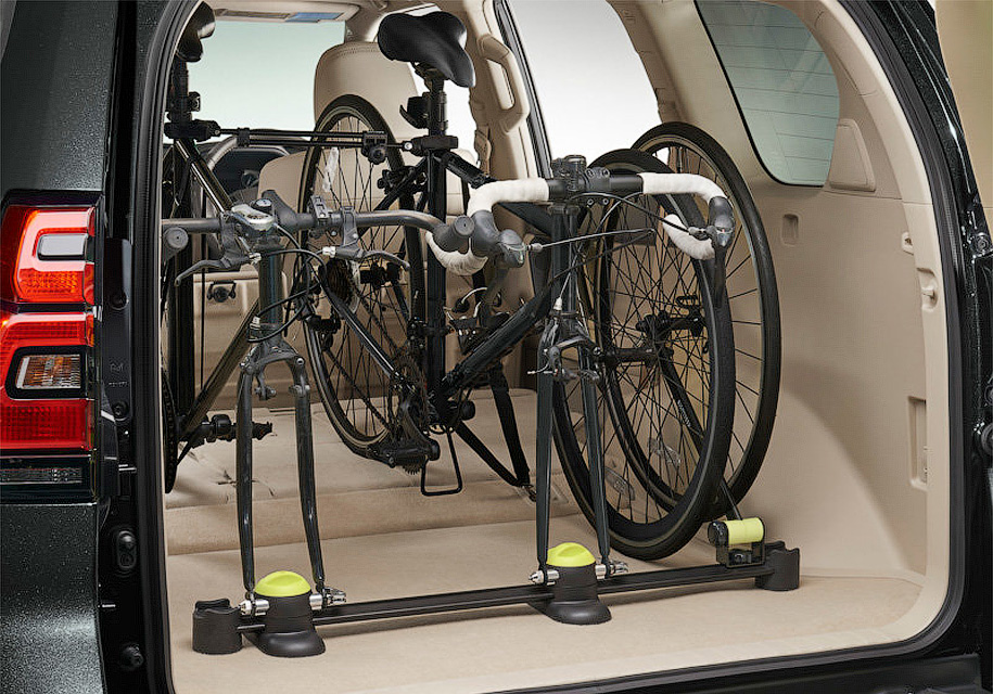 система креплений для перевозки велосипедов в багажнике