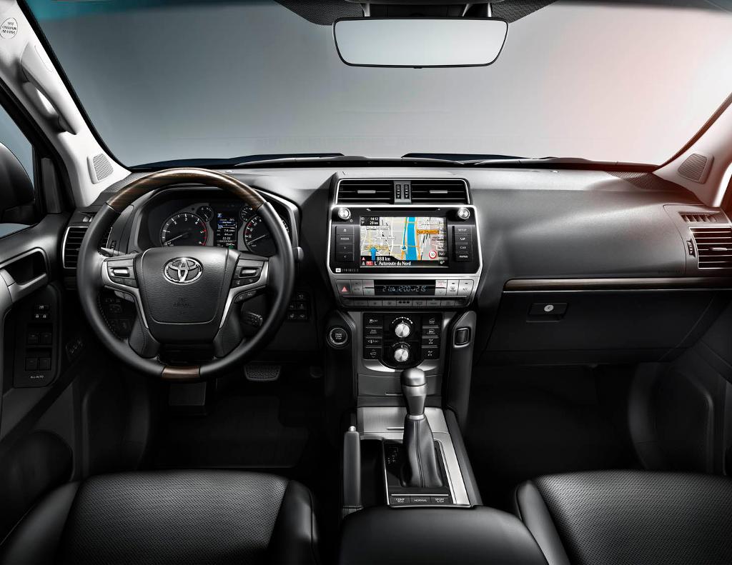 салон Toyota Land Cruiser Prado 150 2020 фото