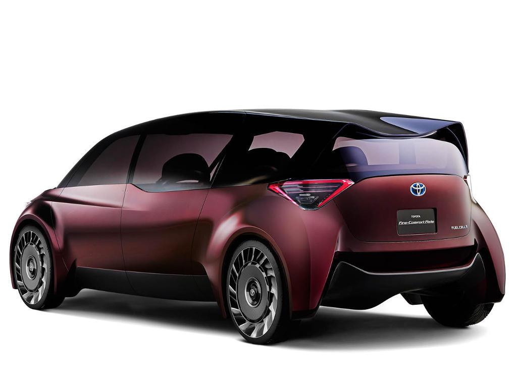 задняя часть Toyota Fine-Comfort Ride 2017