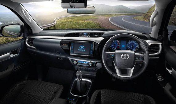 фото интерьера Toyota Hilux 2018