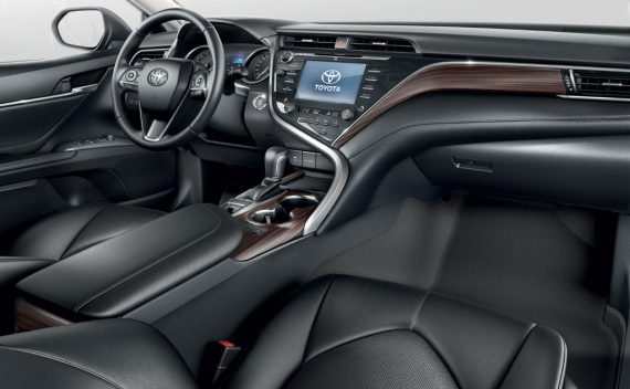 фото салона новой Toyota Camry 2019 года