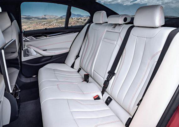 интерьер BMW M5 2018