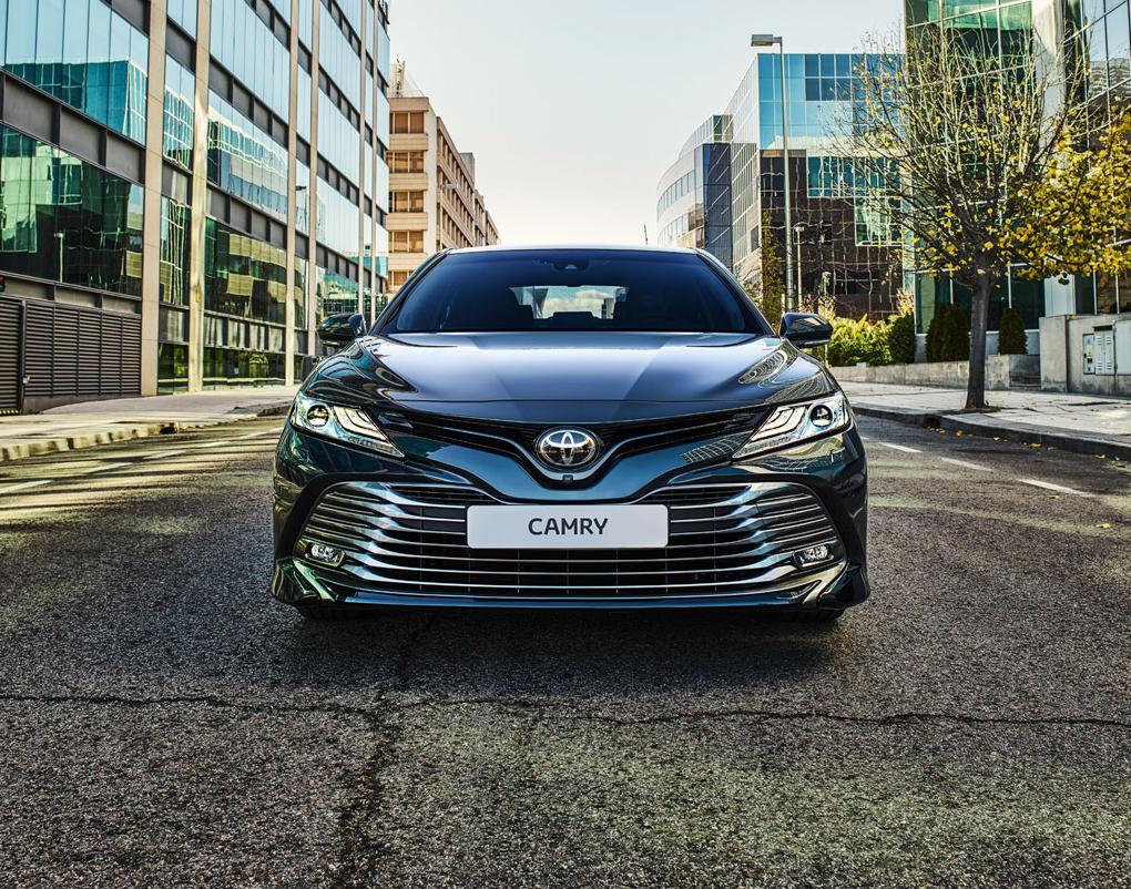 решетка радиатора Toyota Camry 2018