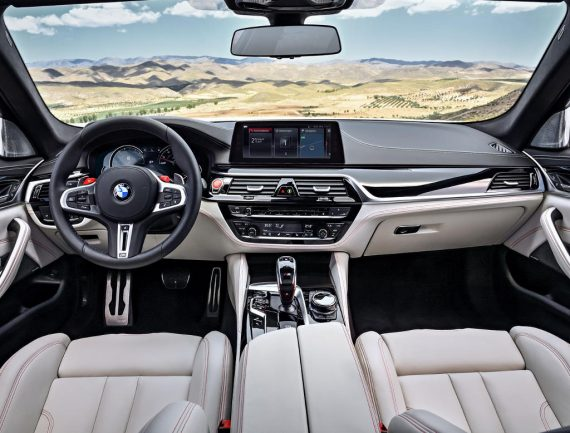 салон BMW M5 2018