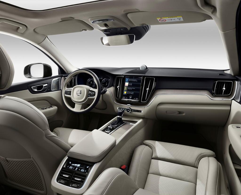 салон Volvo XC60 2021