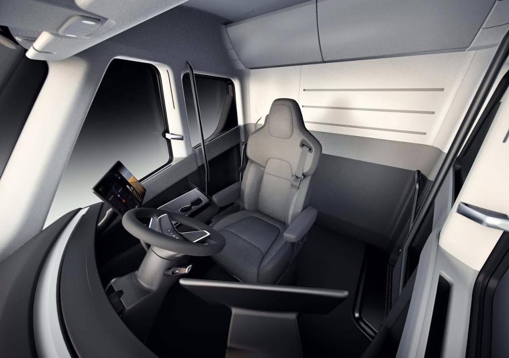 салон электрогрузовика Tesla Semi