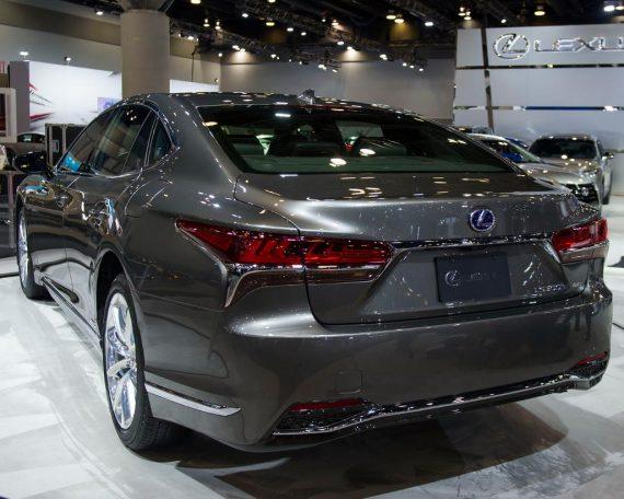 Lexus LS 2018 задние фонари