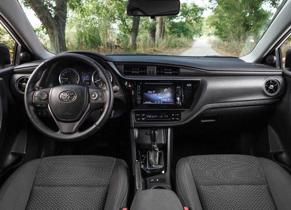 салон Toyota Королла 2018 новый кузов