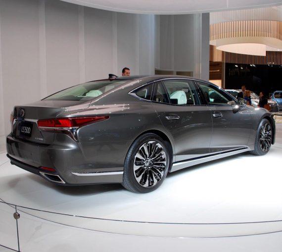 задняя часть Lexus LS 2018