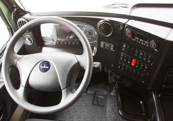 салон нового тягача МАЗ-5440М9