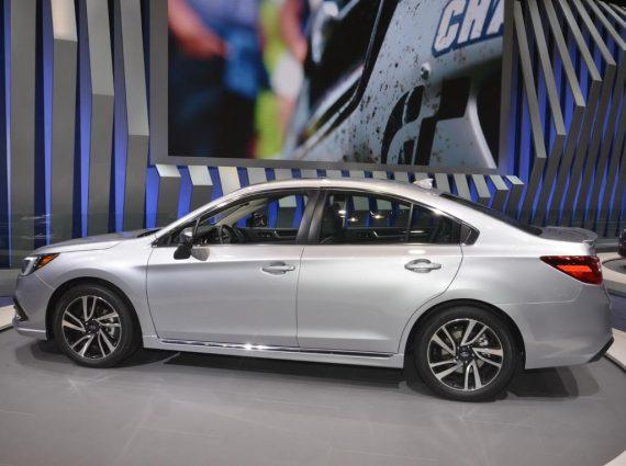 новый Subaru Legacy 2018 сбоку