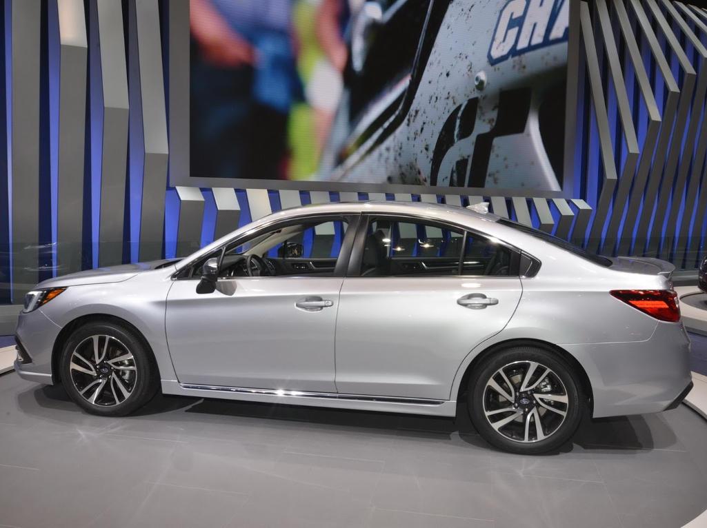 новый Subaru Legacy 2021 сбоку