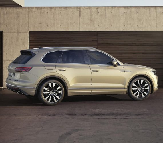 новый Volkswagen Touareg 2020-2021 сбоку