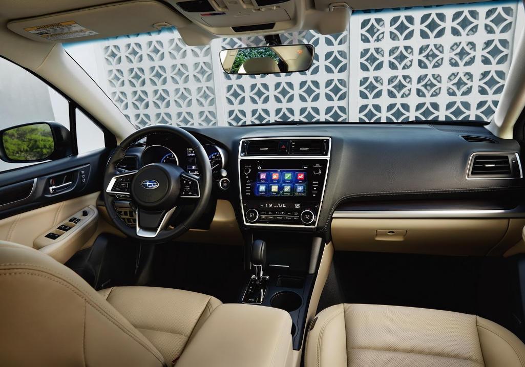 салон Subaru Legacy 2021