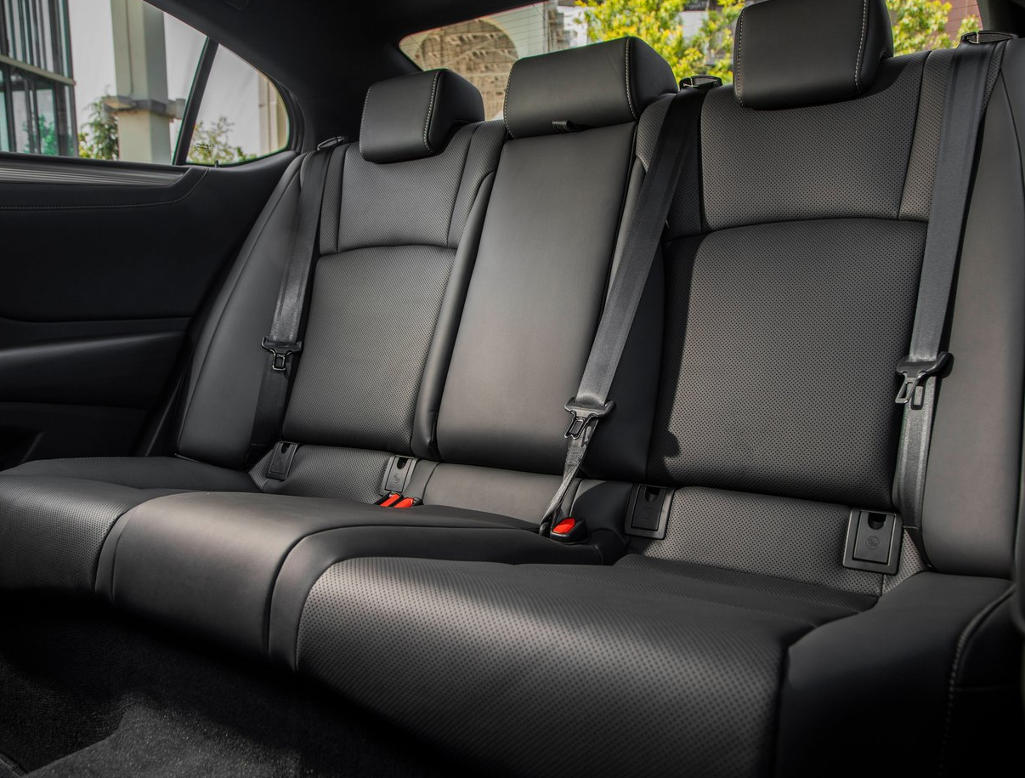 интерьер Lexus ES 2021 года
