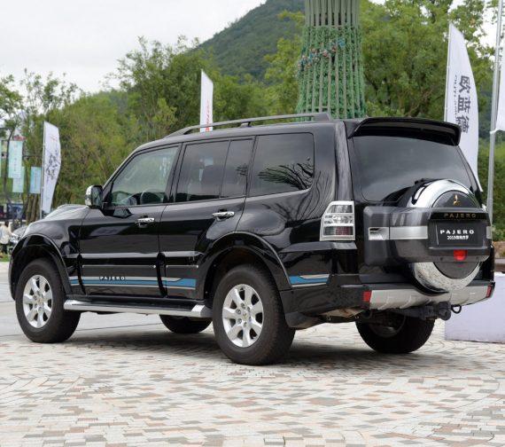 задняя часть Mitsubishi Pajero 2018 – 2019