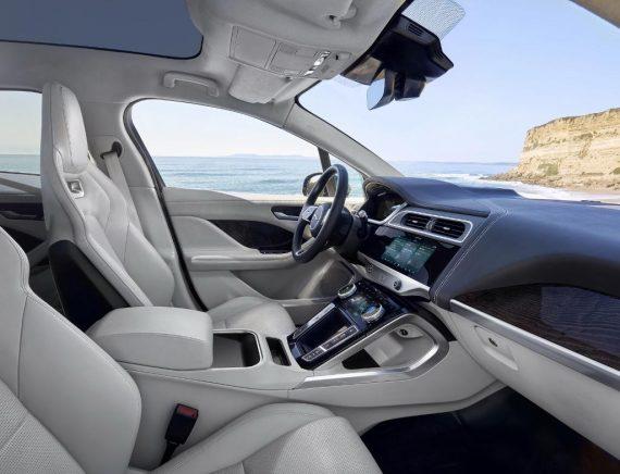 интерьер электромобиля Jaguar I-Pace