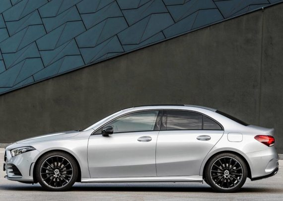 новый Mercedes-Benz A-Class 2019 сбоку