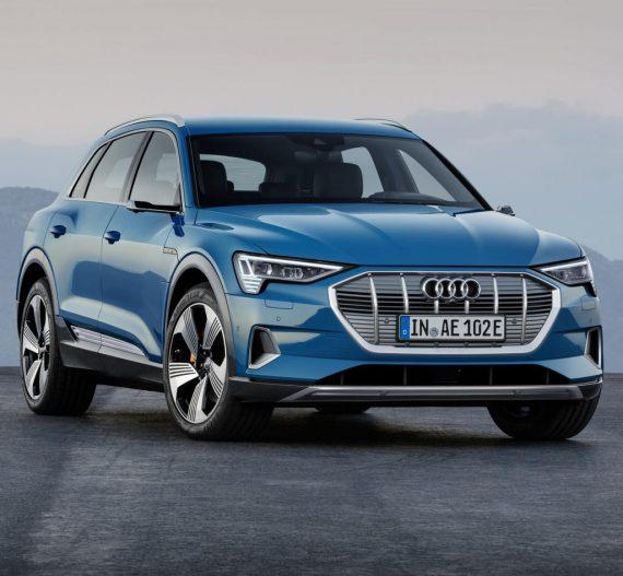 фары, решетка, бампер электромобиля Audi E-tron