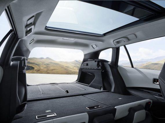 универсал Toyota Corolla Touring Sports 2019 интерьер